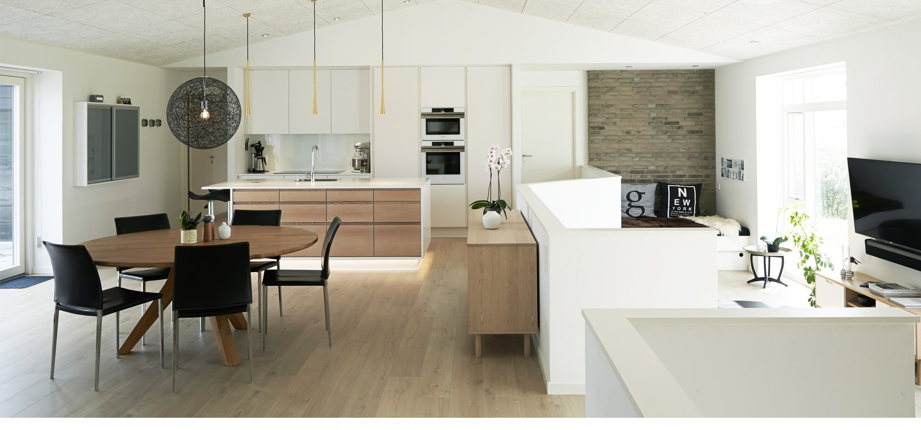 New kitchenWITH WOOD MATERIALS <br> AND WOW FACTOR
